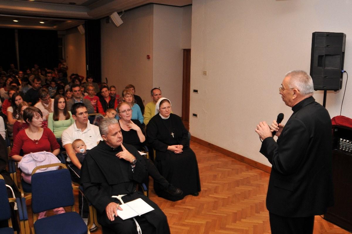 Mons. Ivan Devčić, riječki nadbiskup i metropolita, već tradicionalno otvara Obiteljsku školu Riječke metropolije