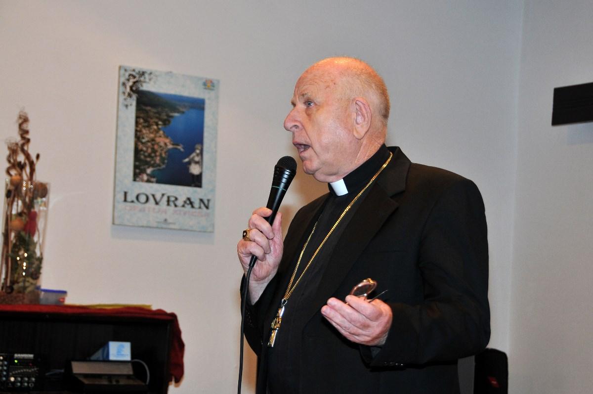 Predsjednik Vijeća HBK za život i obitelj krčki biskup mons. Valter Župan pozdravlja sudionike
